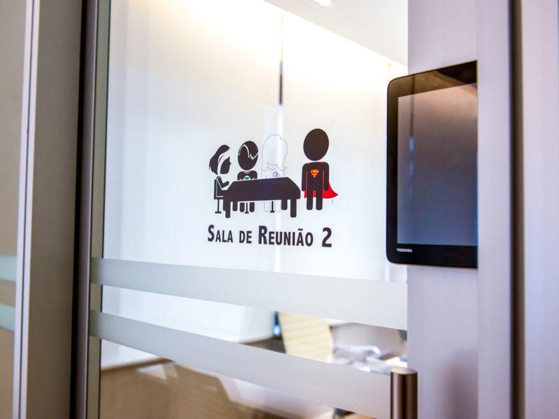 RBNA sinalização salas de reunião